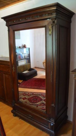Gut erhaltene Möbel mit Pfiff